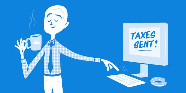 Hombre al frente de computadora listo para declarar impuestos